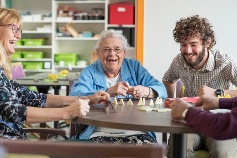 L'ADMR vous simplifie la vie : entretien du logement et du linge, services et soins aux séniors, garde d'enfants....